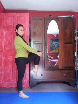 pose seimbang berdiri di satu kaki